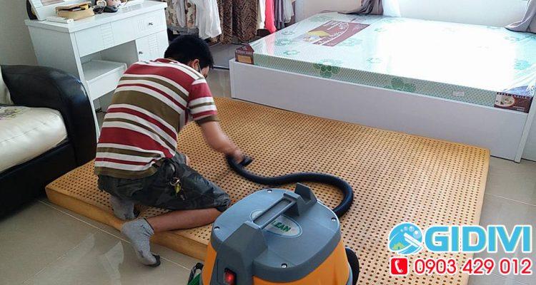 Dịch-vụ-giặt-nệm-ở-TPHCM---vệ-sinh-nệm-tphcm-giá-rẻ---gidivi