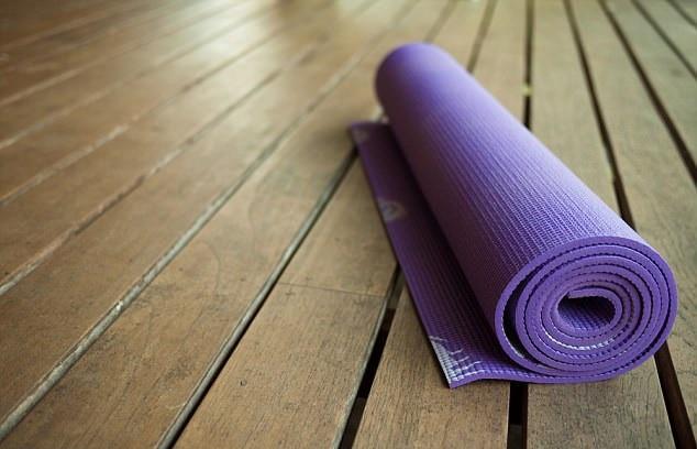 Mối nguy hiểm của chiếc thảm tập yoga bẩn