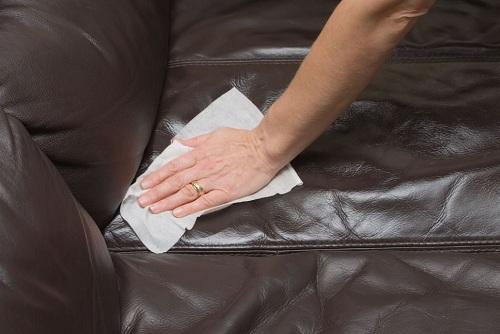 Cách làm sạch ghế sofa da hiệu quả như mua mới